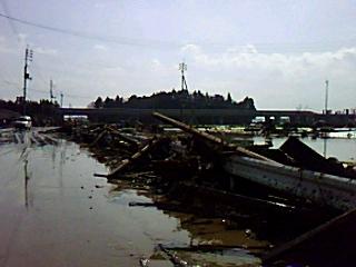 地震翌日の今泉中村