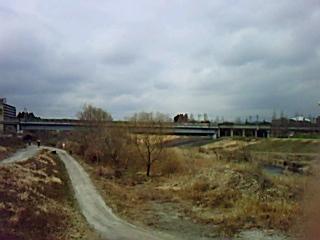 地下鉄南北線の泉中央駅への橋脚が損壊